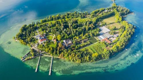 鸟瞰博登湖上的迈瑙岛,德国 (© Amazing Aerial Agency/Offset by Shutterstock)